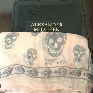 Auth Alexander McQueen Pink/Med Grey Skull Scarf